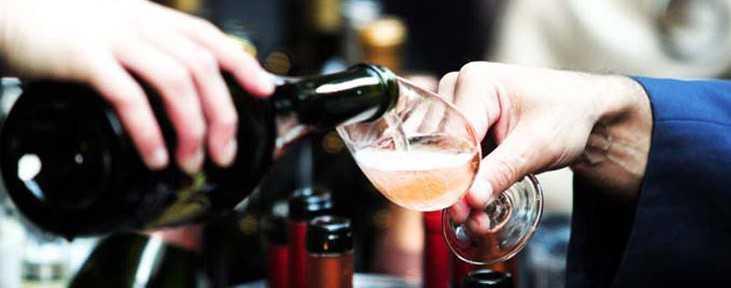 Cómo convertirse en un bebedor de vinos