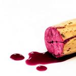 ¿Por qué algunos vinos gotean por el pico en verano?