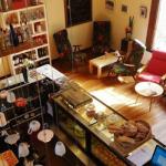 In Bocca al Lupo: café al paso, aperitivos y buenos vinos