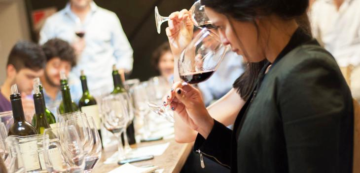 catas vino: mejores lugares off ir copa charla