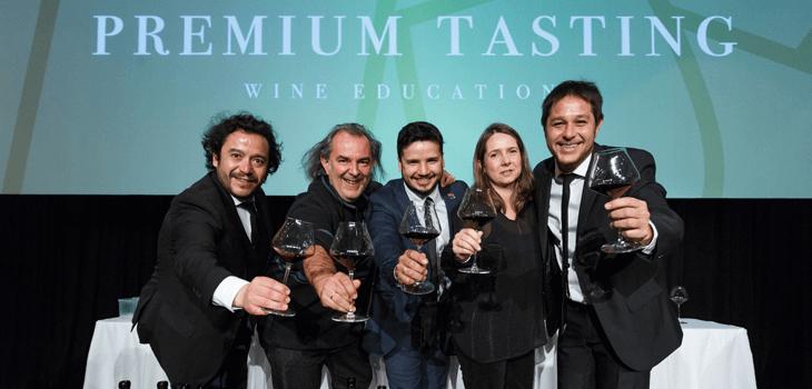 Nicolás Aleman y Rodrigo Kohn, creadores de Premium Tasting en el brindis final junto a los miembros del panel principal.