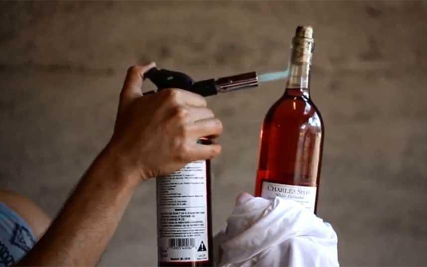 como sacar un corcho de una botella
