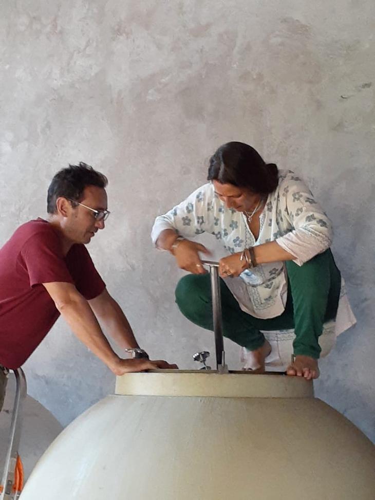 Joanna y Ernesto trabajando en Lorange
