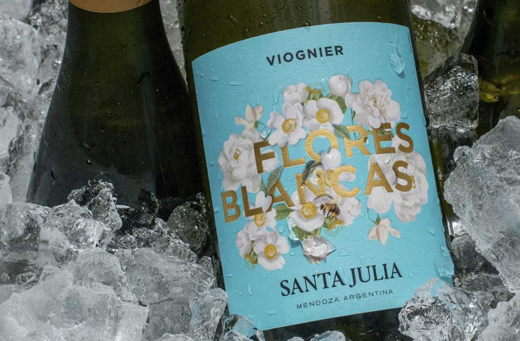 santa julia flores blancas