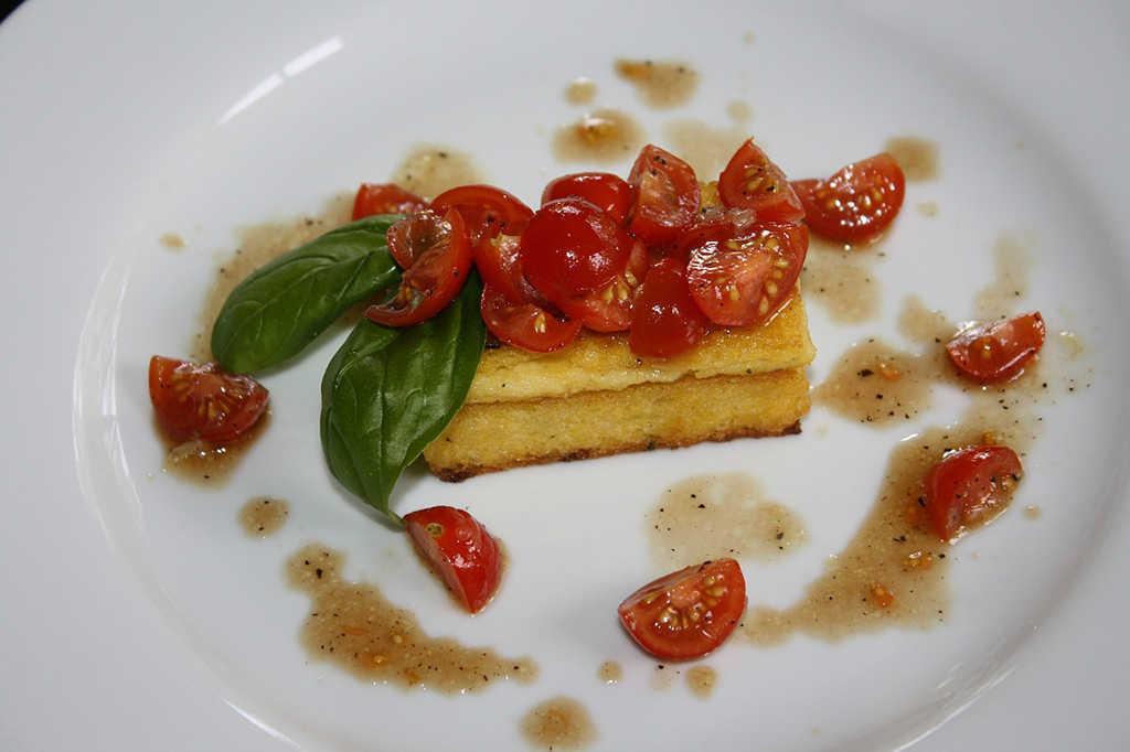 Platos con polenta: el ingrediente más versátil para combinar con vino 1
