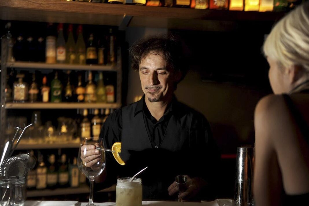 Fernando Samalea bartender